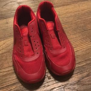 NIKE red airmaxes great condition - no laces